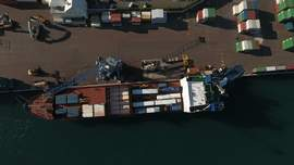 Union suspends overtime at docks